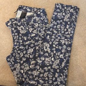 Barely worn floral jeggings! Stretchy and comfy.